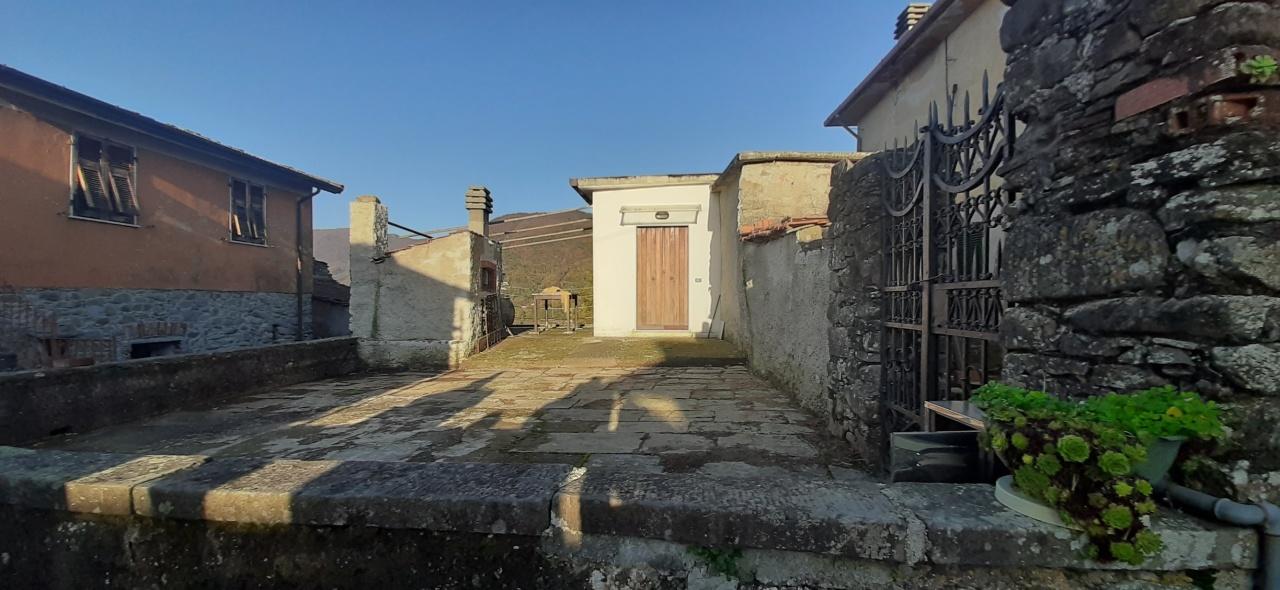 Soluzione Semindipendente in affitto a Beverino, 7 locali, prezzo € 450 | PortaleAgenzieImmobiliari.it