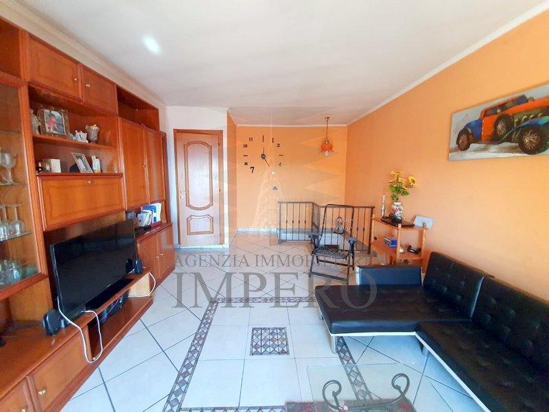 Appartamento in buone condizioni arredato in vendita Rif. 11125986