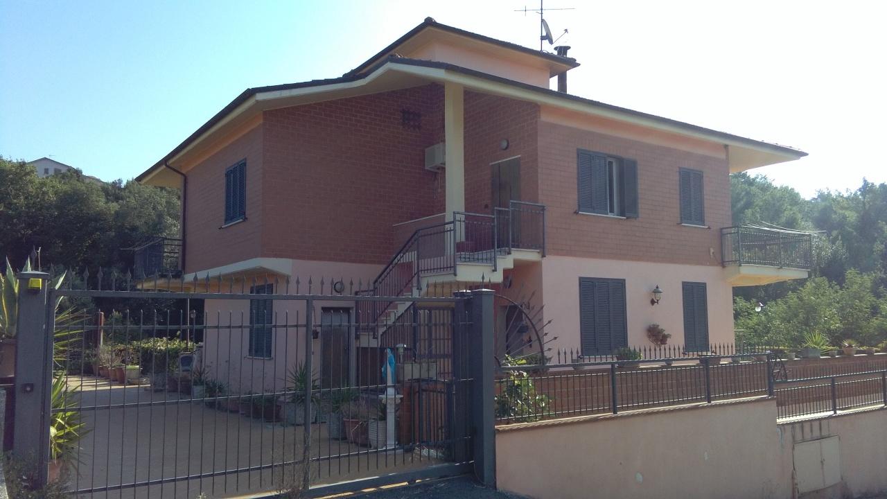 Villa in vendita a Narni, 15 locali, prezzo € 230.000 | CambioCasa.it