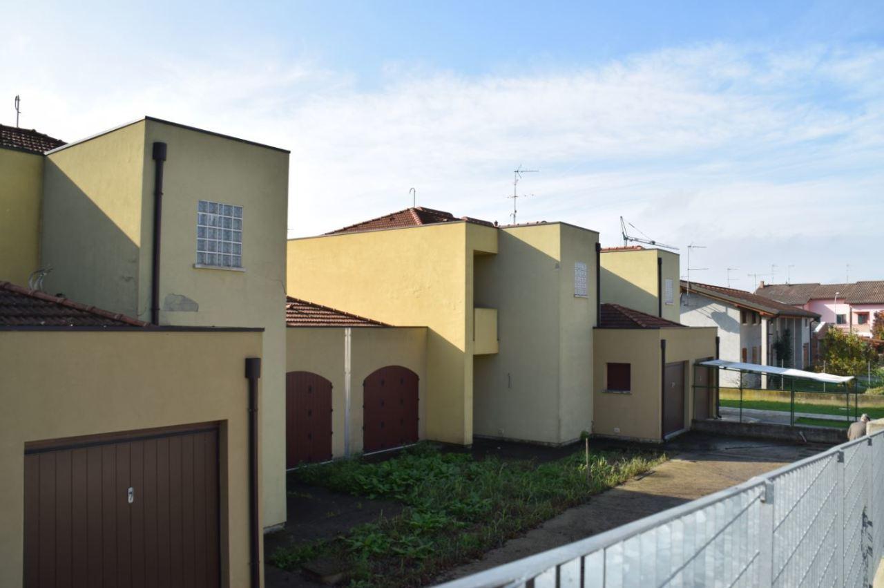 Semindipendente - Villa a schiera a Fratta Polesine