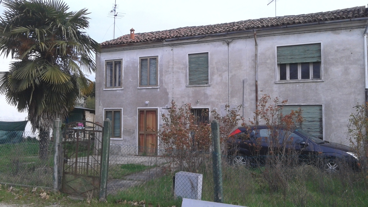 Casa Indipendente in discrete condizioni in vendita Rif. 8572825