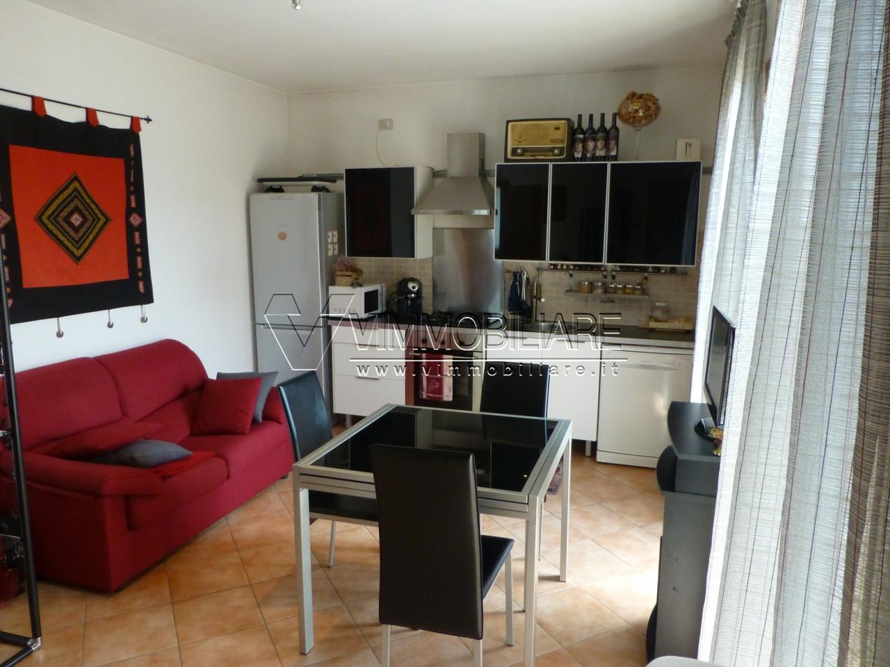 Bilocale in ottime condizioni arredato in affitto Rif. 11345260