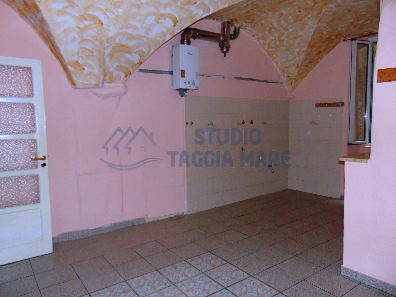 Altro in vendita a Taggia, 4 locali, prezzo € 125.000 | CambioCasa.it
