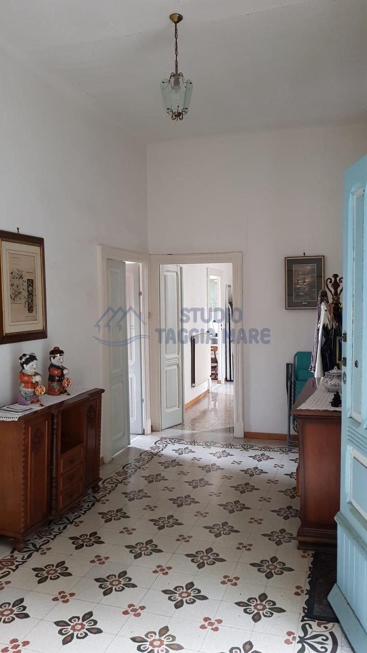 Soluzione Indipendente in vendita a Taggia, 5 locali, prezzo € 220.000 | CambioCasa.it