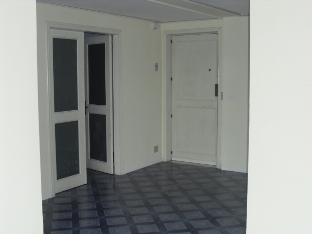 Quadrilocale in buone condizioni in affitto Rif. 8659058