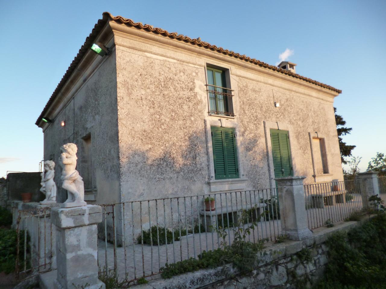 Villa in buone condizioni in vendita Rif. 9707206