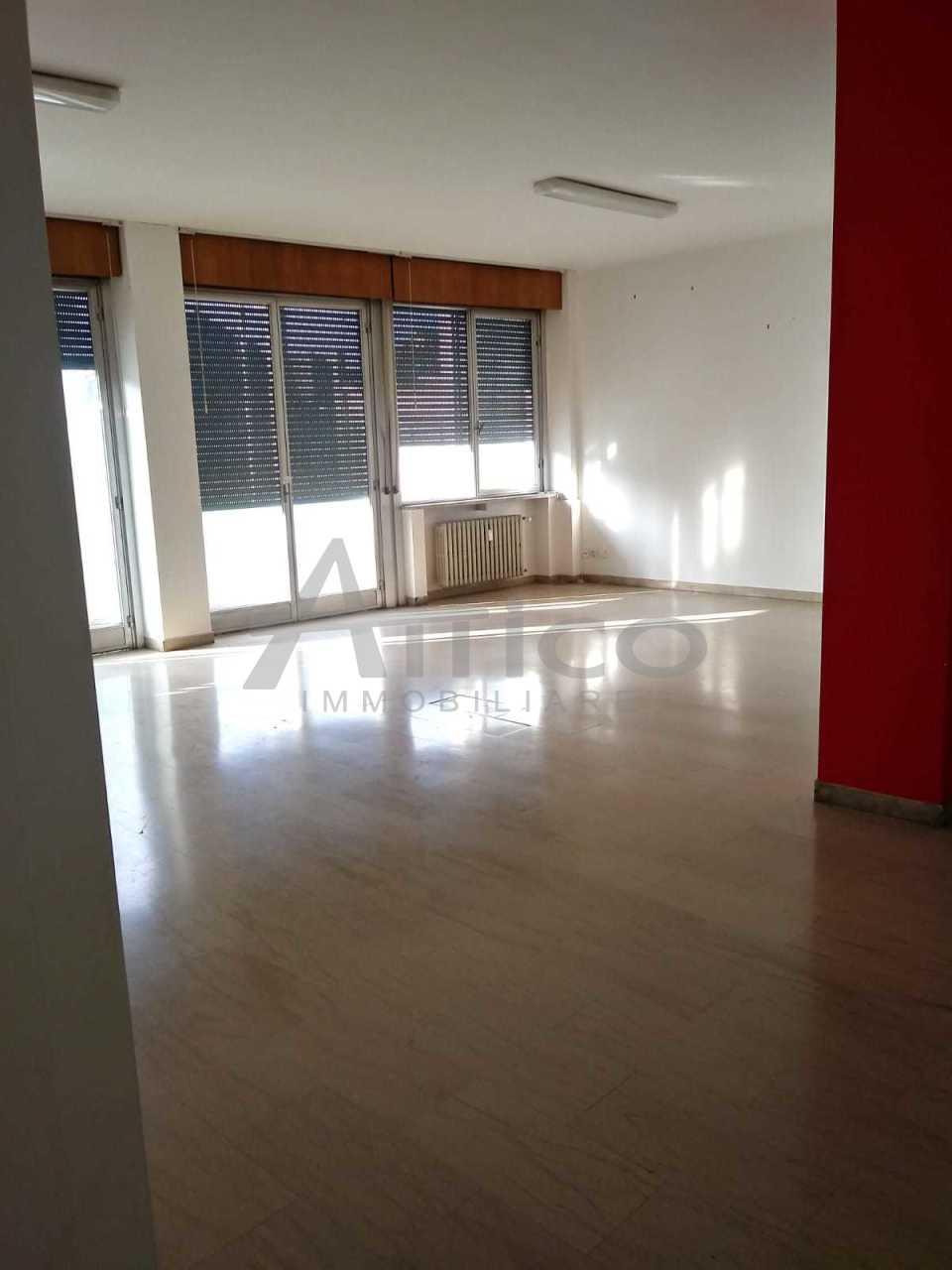 Ufficio / Studio in affitto a Rovigo, 6 locali, prezzo € 600 | CambioCasa.it
