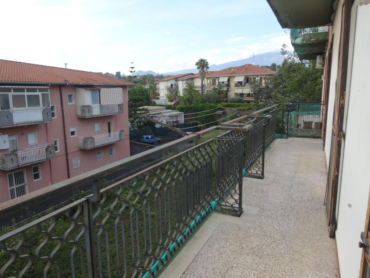 Appartamento in discrete condizioni in vendita Rif. 7989231