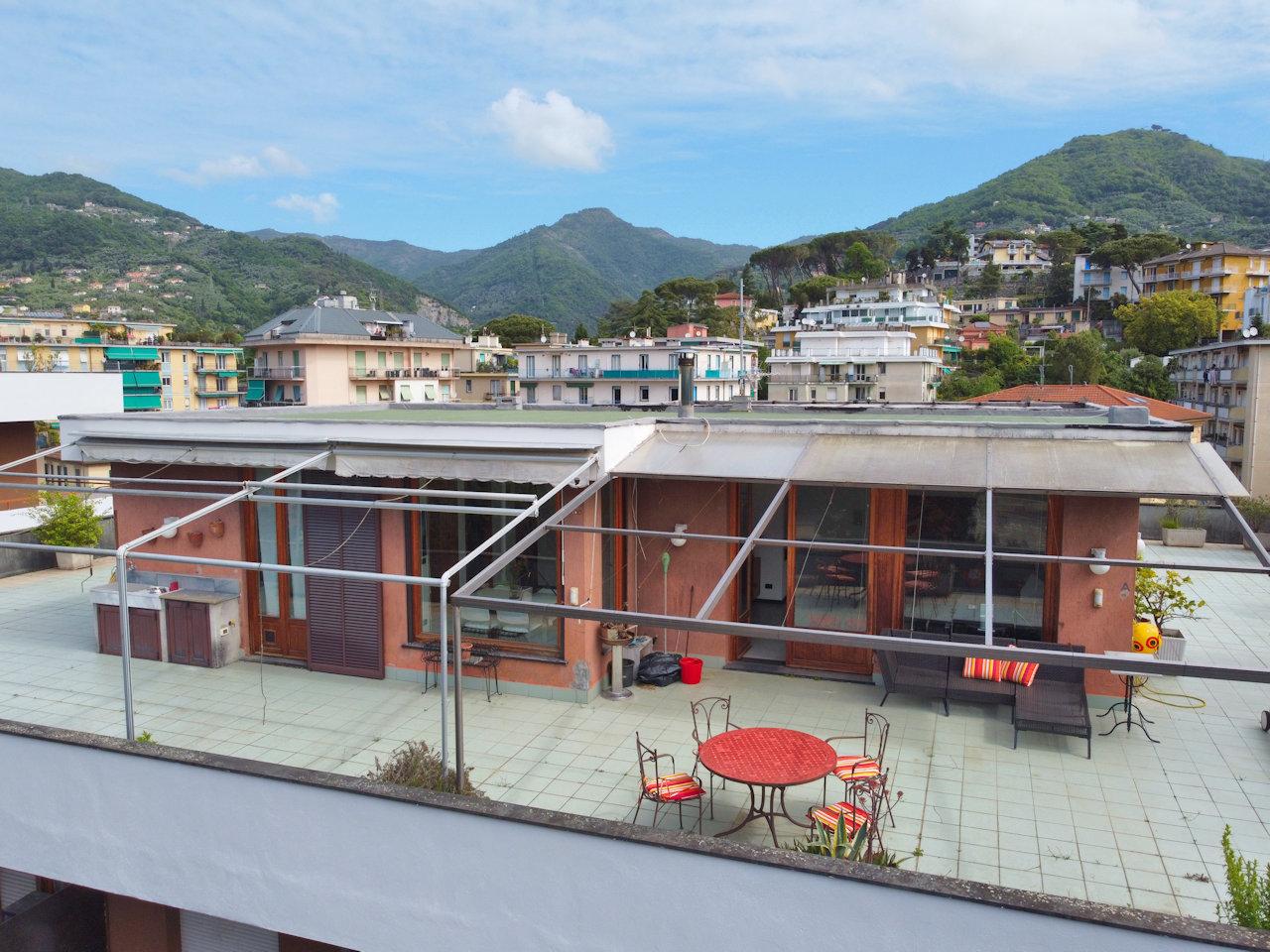 Attico / Mansarda in vendita a Rapallo, 8 locali, prezzo € 450.000 | PortaleAgenzieImmobiliari.it