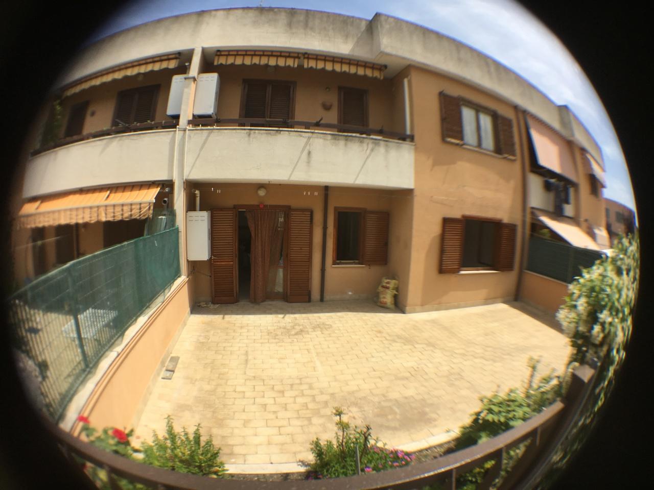 Quadrilocale in buone condizioni in affitto Rif. 10452200