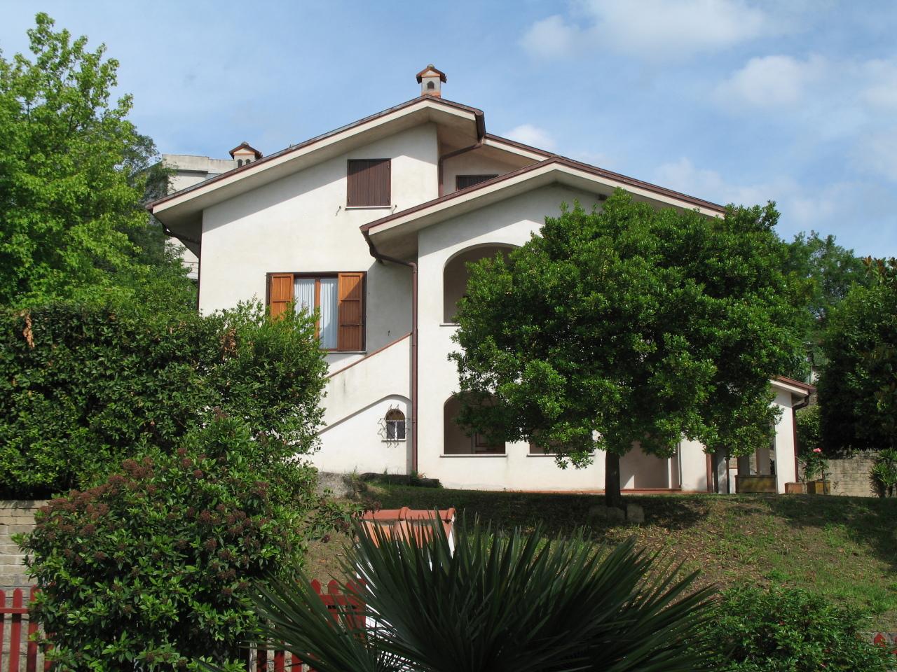 Villa in buone condizioni in vendita Rif. 9302016