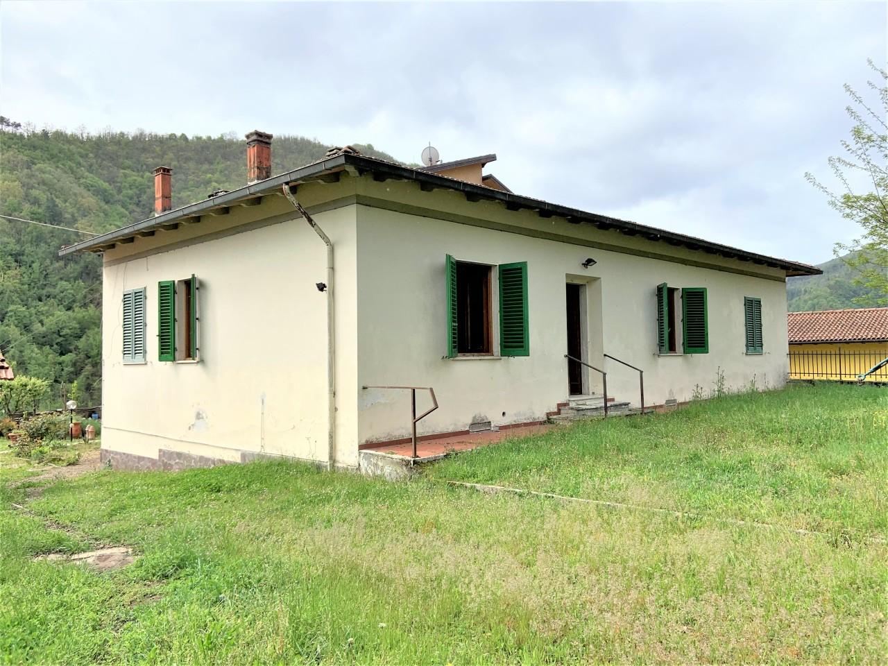 Casa Indipendente in buone condizioni in vendita Rif. 10404296