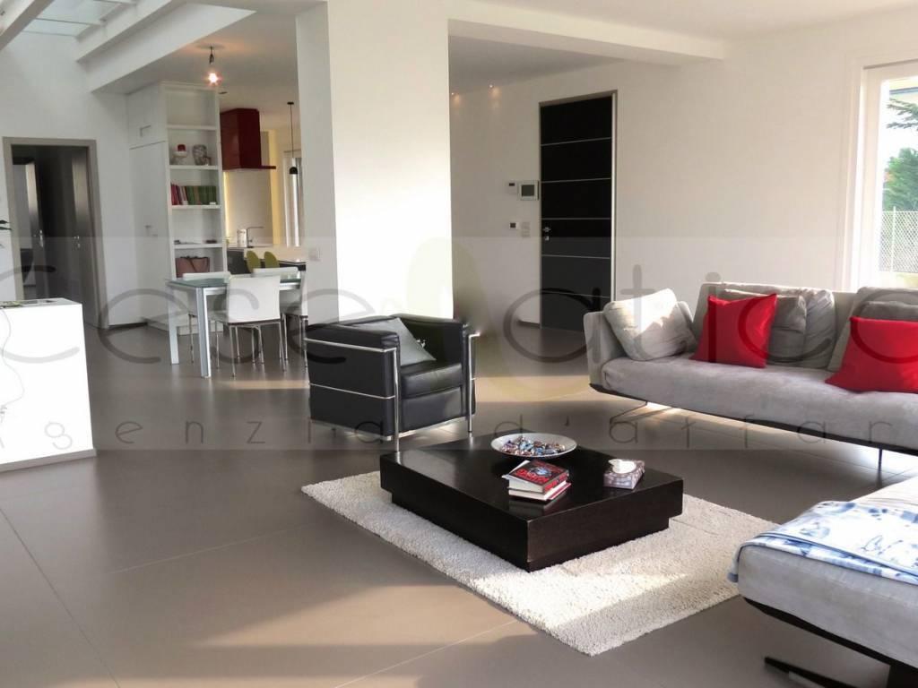 Villa in ottime condizioni in vendita Rif. 10140264