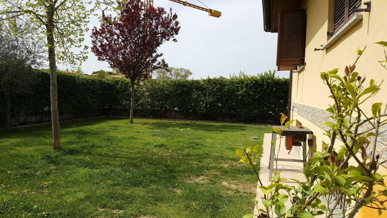 Villa in buone condizioni in vendita Rif. 9358138