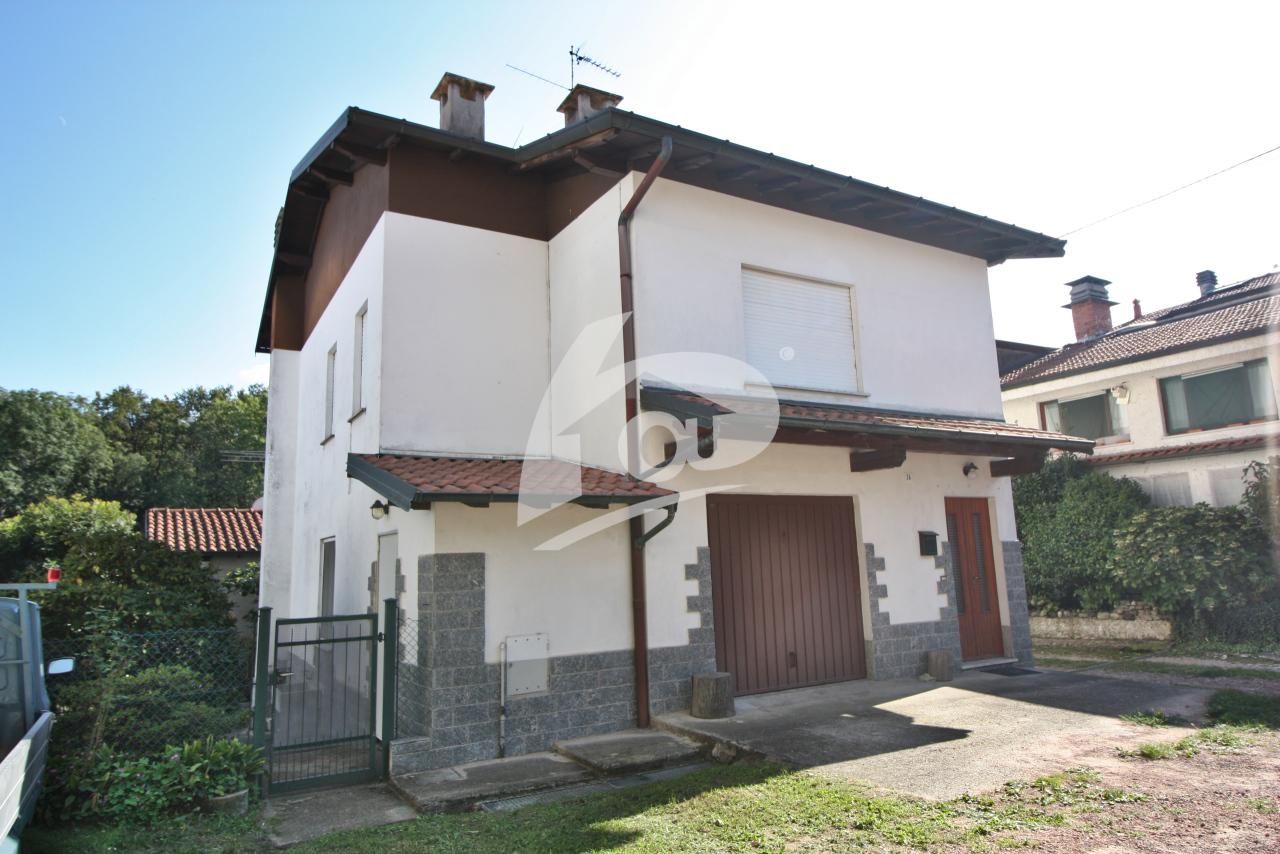 Soluzione Indipendente in vendita a Leggiuno, 7 locali, prezzo € 168.000 | PortaleAgenzieImmobiliari.it