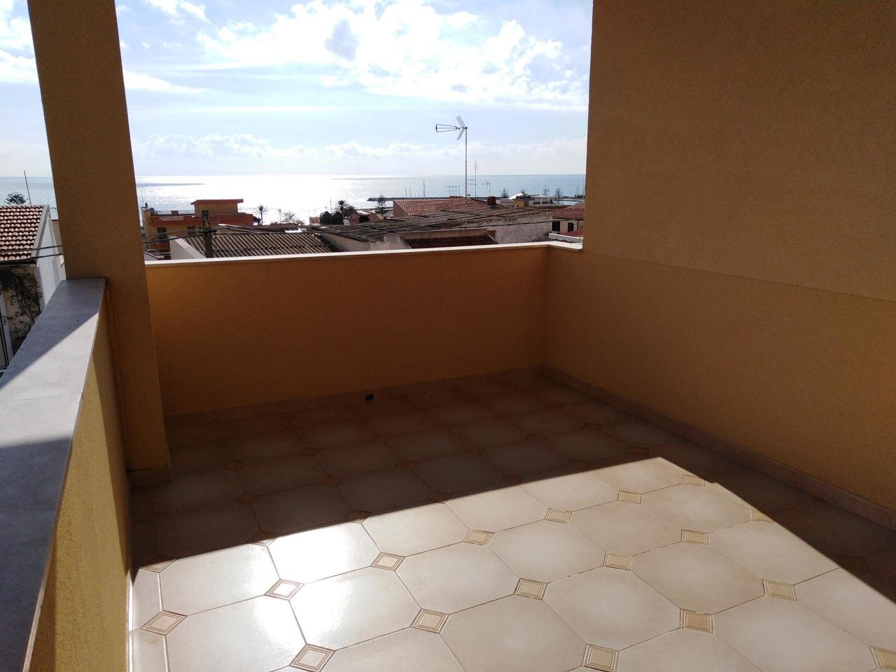 Quadrilocale in ottime condizioni arredato in affitto Rif. 8960241