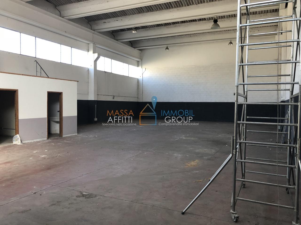 Capannone / Fondo - Industriale/Artigianale a Avenza, Carrara Rif. 8282592