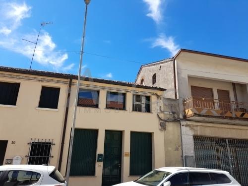 Ufficio / Studio in vendita a Lendinara, 3 locali, prezzo € 95.000 | CambioCasa.it