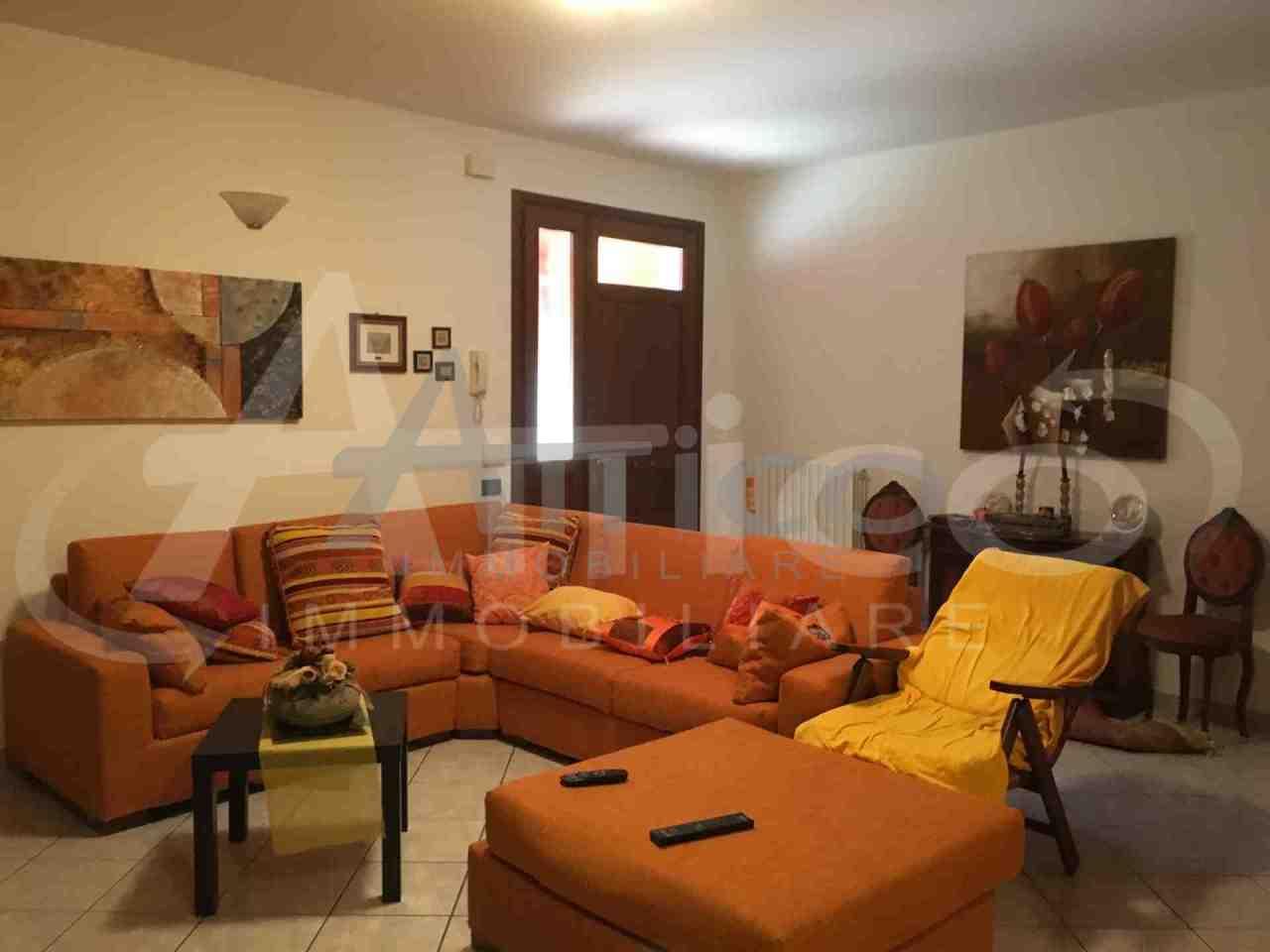 Villetta a schiera in buone condizioni in vendita Rif. 4169655