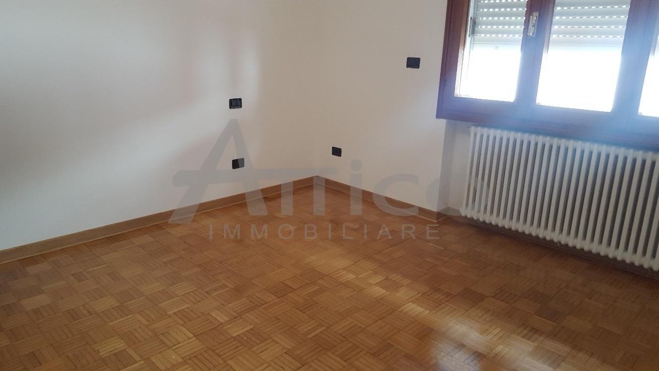 Ufficio Rovigo : Codice f1415 ufficio affitto a rovigo attico immobiliare
