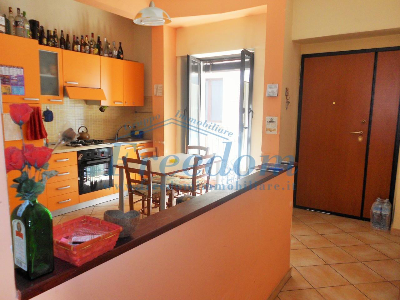 Stanza / posto letto in buone condizioni arredato in affitto Rif. 7702977