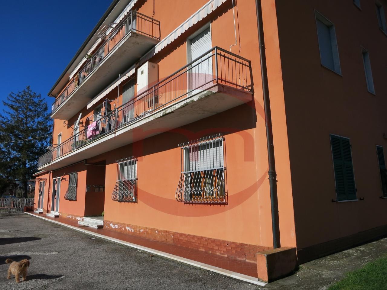Appartamento in vendita a Castelnuovo Magra, 4 locali, prezzo € 160.000 | PortaleAgenzieImmobiliari.it