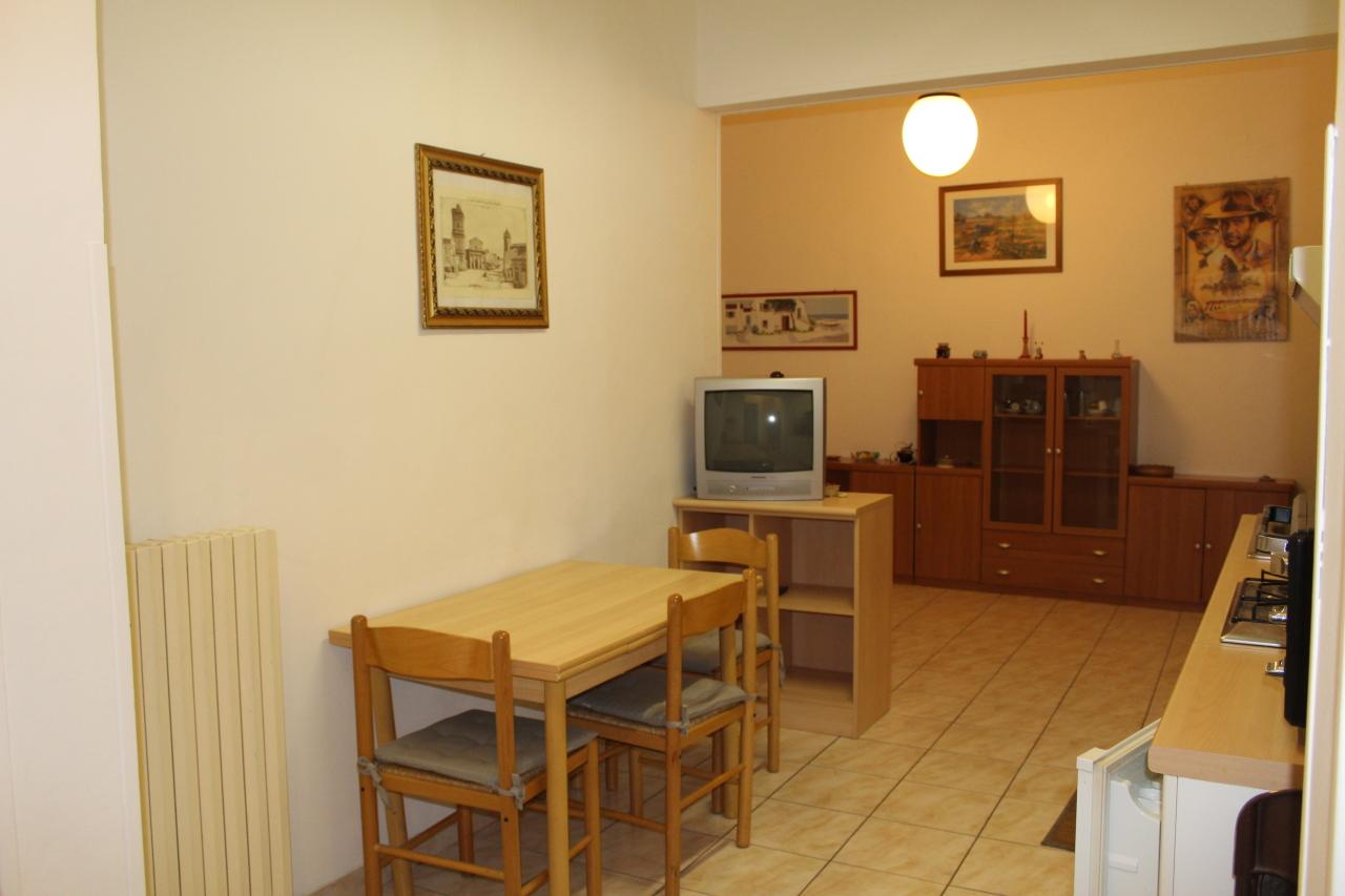 Appartamento da ristrutturare in affitto Rif. 8407346