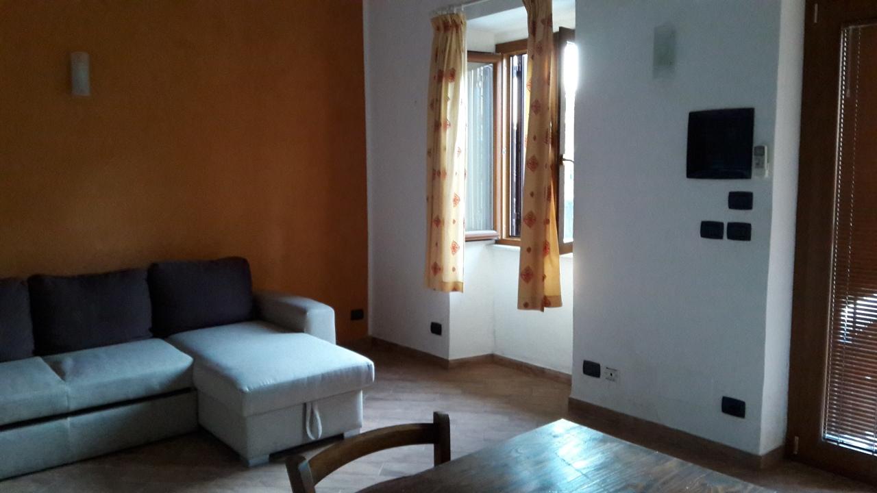 Appartamento ristrutturato arredato in affitto Rif. 11717343