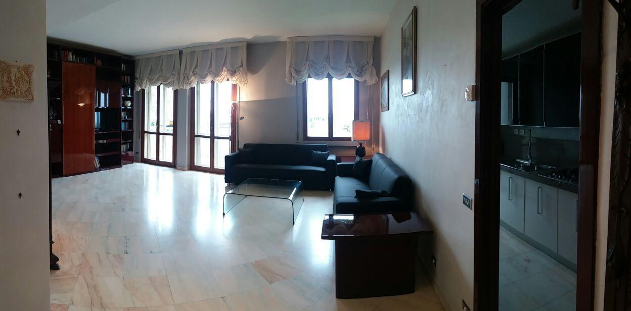 Appartamento in buone condizioni arredato in affitto Rif. 8353305