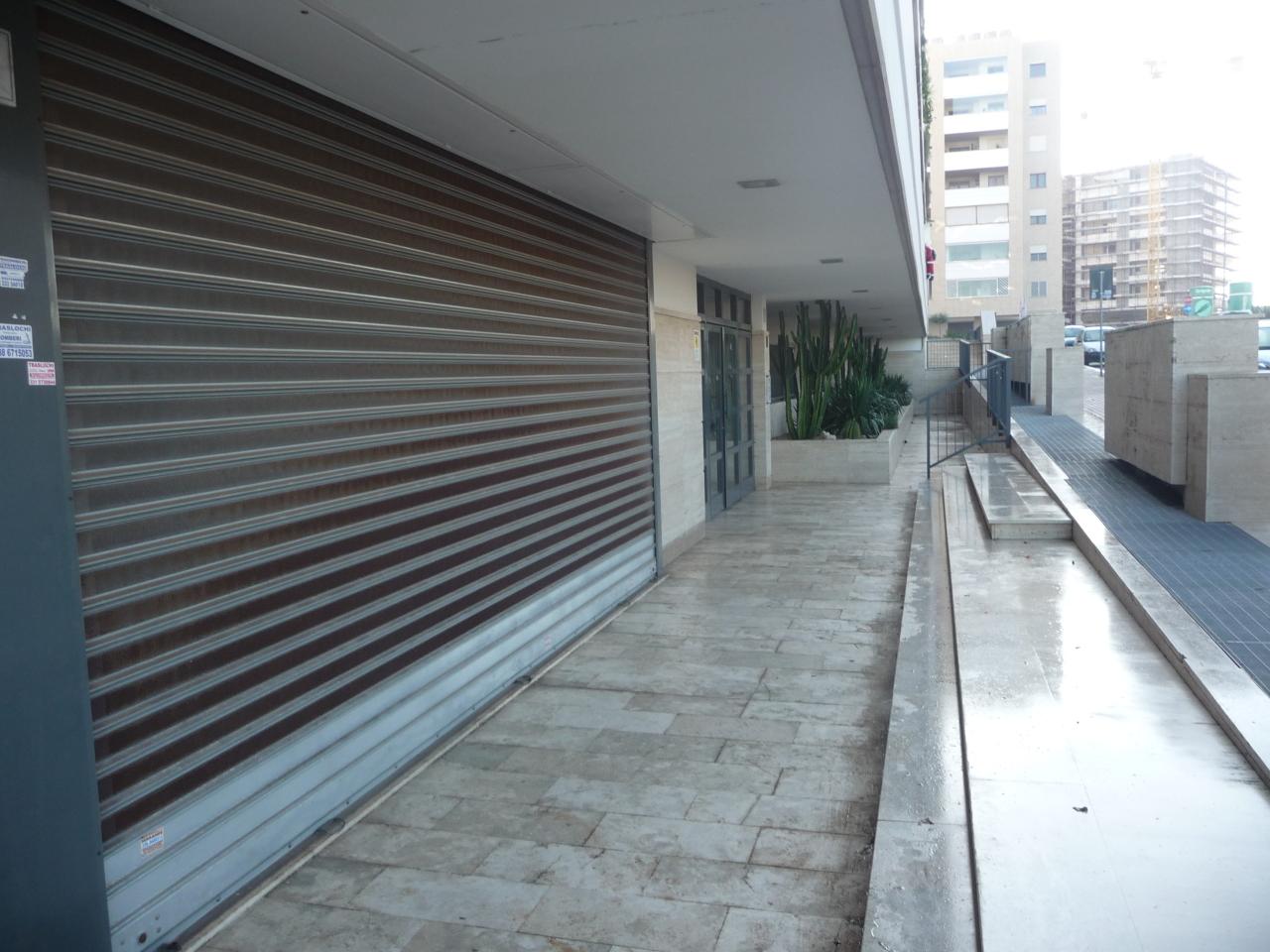 Locale commerciale - 3 Vetrine a Roma Rif. 10347106