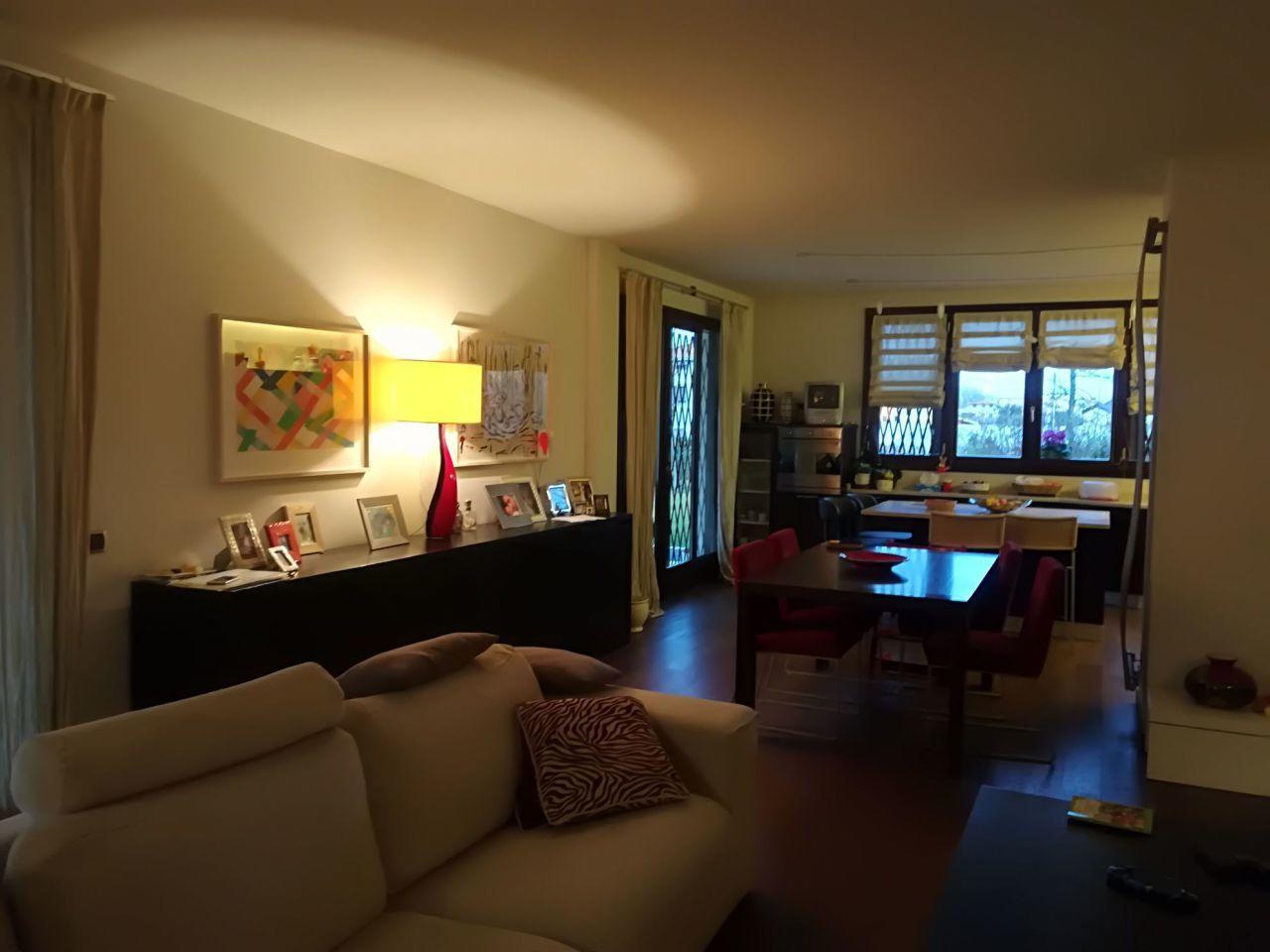 Villa in buone condizioni in vendita Rif. 9374220