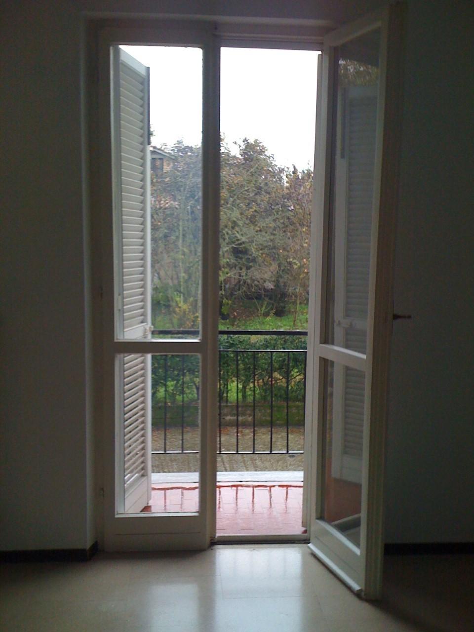 Appartamento in buone condizioni in affitto Rif. 9841478