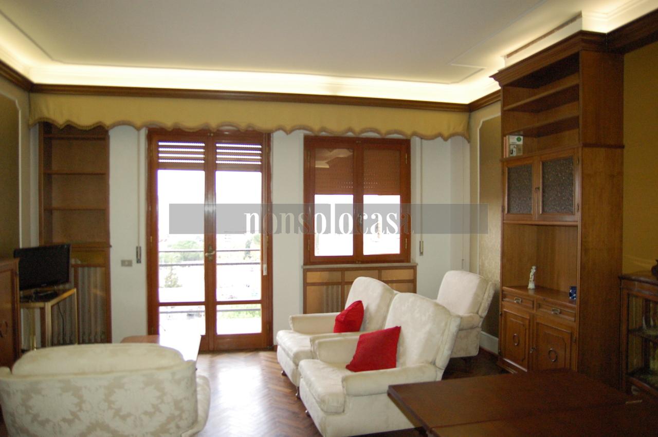 Appartamento in buone condizioni arredato in affitto Rif. 9871473
