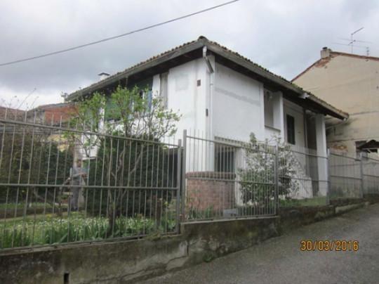 Villa in discrete condizioni in vendita Rif. 9656327