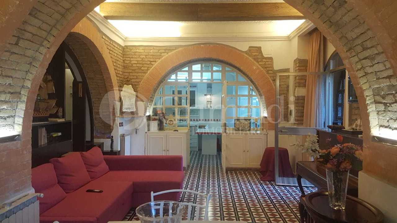 Appartamento in buone condizioni arredato in affitto Rif. 11289188