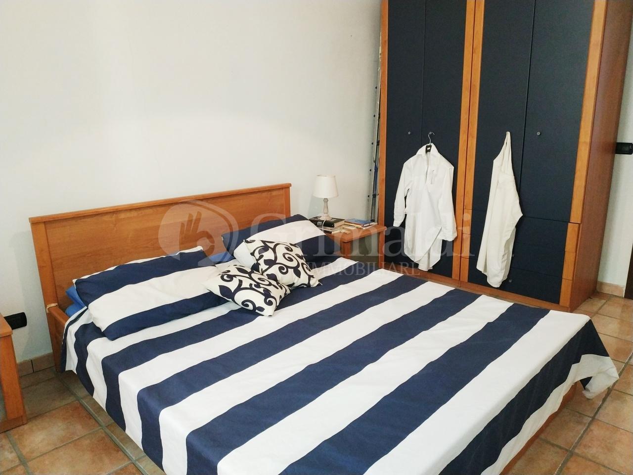 Bilocale in buone condizioni arredato in affitto Rif. 11615838