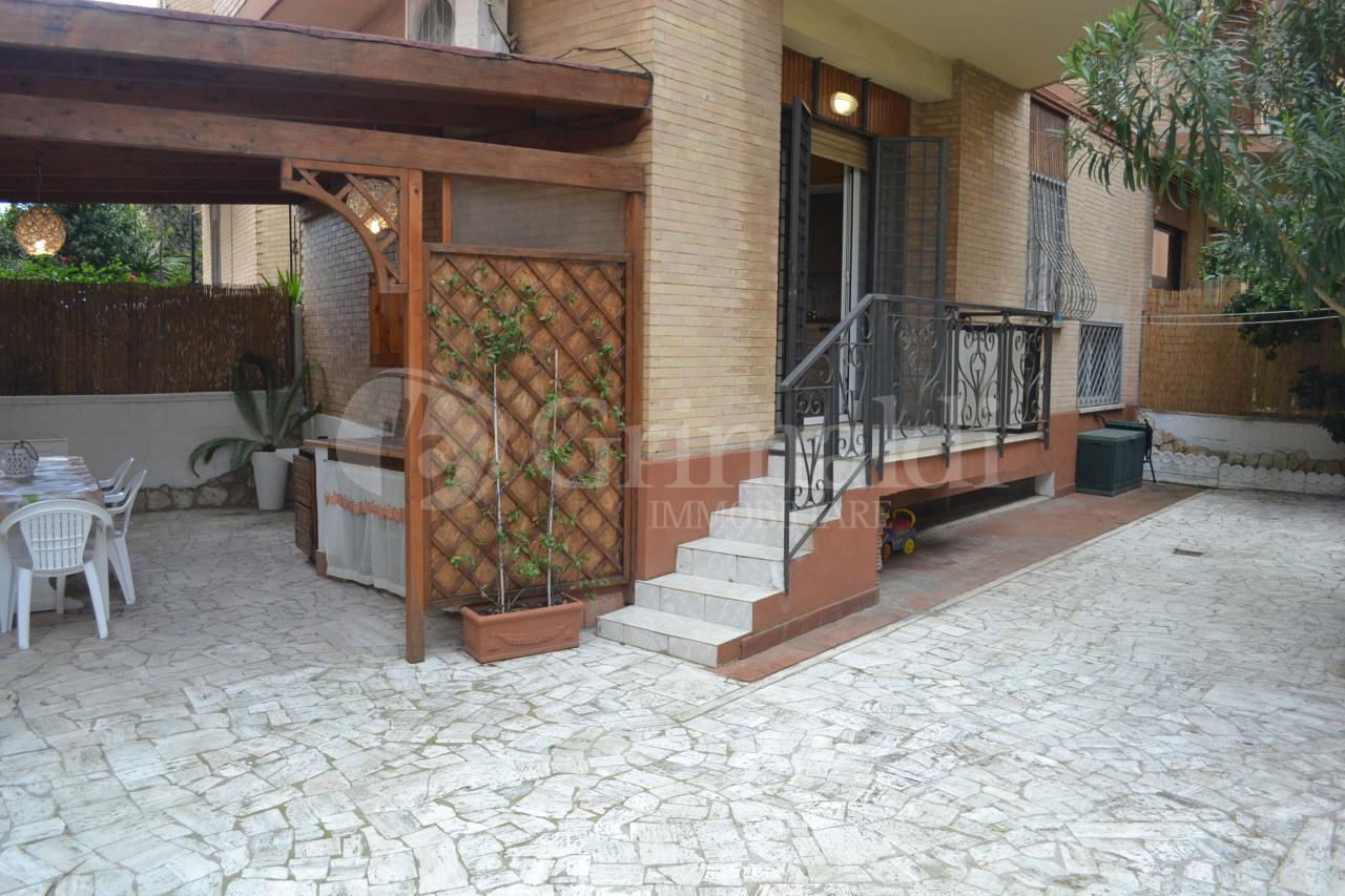 Appartamento in buone condizioni arredato in affitto Rif. 11615844