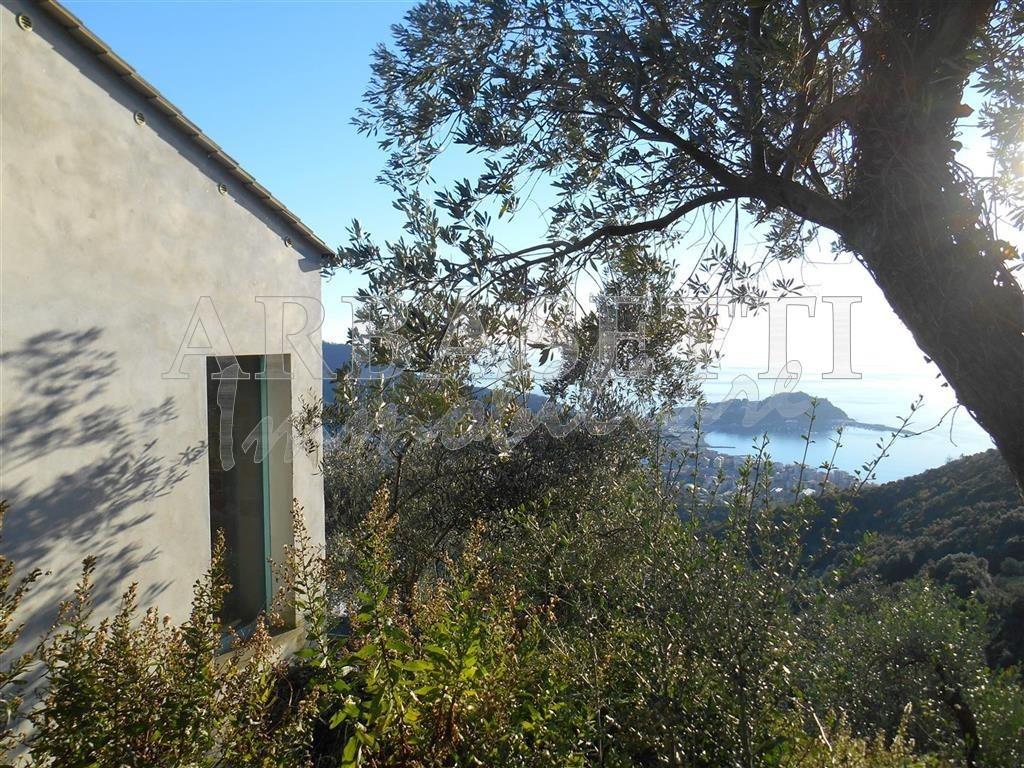 Villa in discrete condizioni in vendita Rif. 4166466
