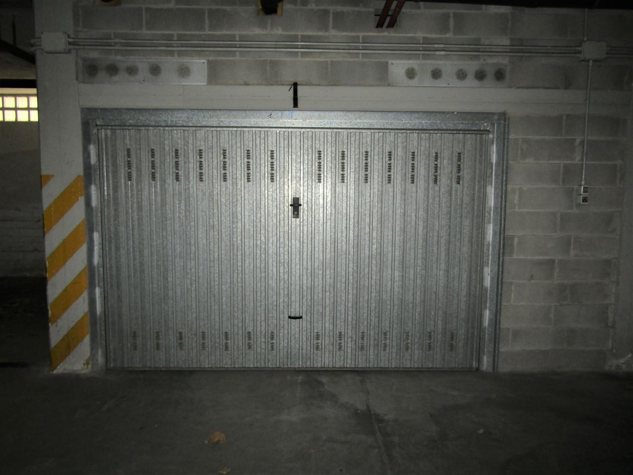 Box e posti auto in buone condizioni in vendita Rif. 8421837