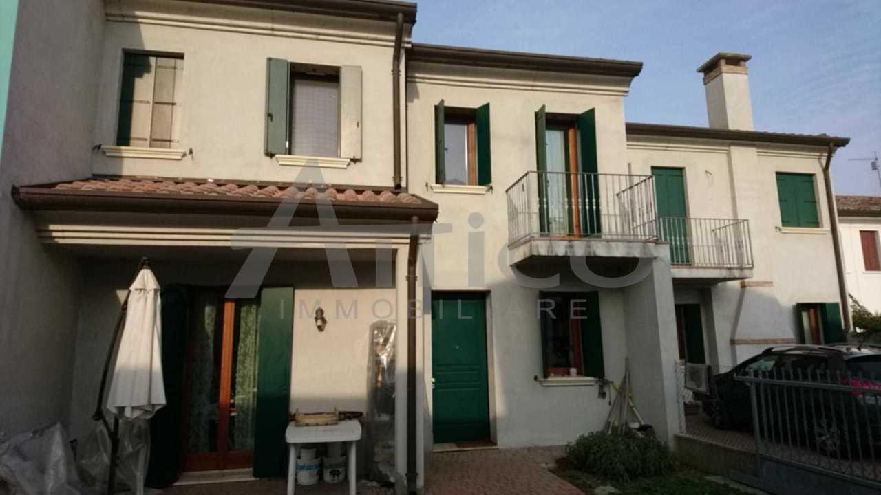 Porzione di casa in ottime condizioni in vendita Rif. 9552360