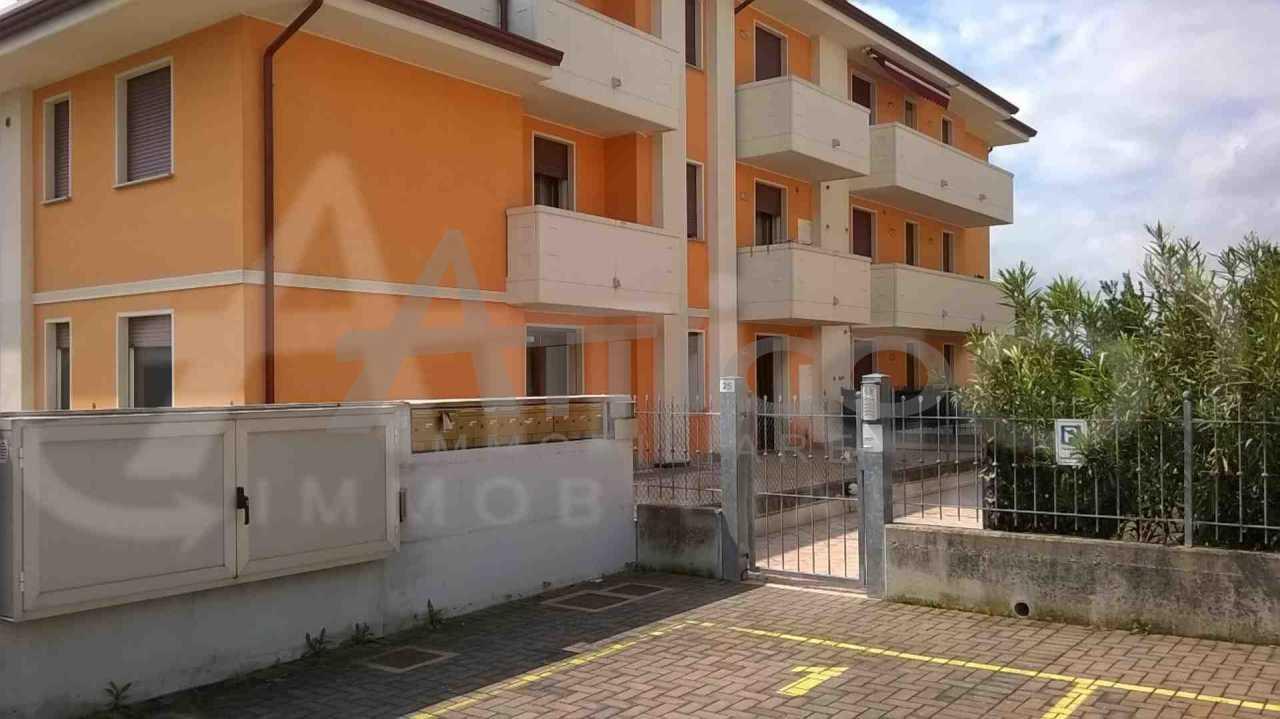 Bilocale in ottime condizioni arredato in affitto Rif. 8884180