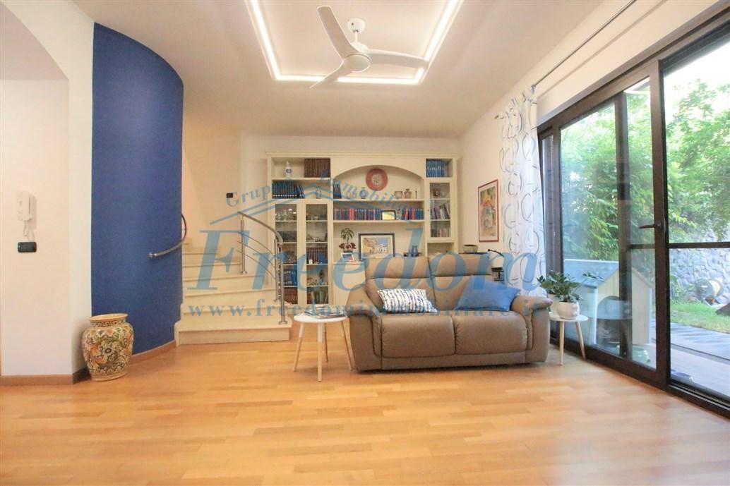 Casa Indipendente in ottime condizioni in vendita Rif. 10484571