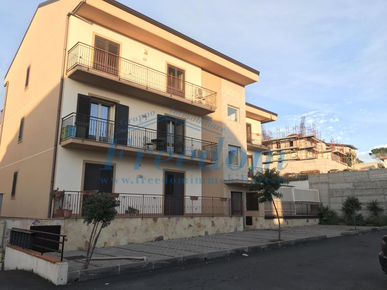 Appartamento in ottime condizioni in vendita Rif. 9232363