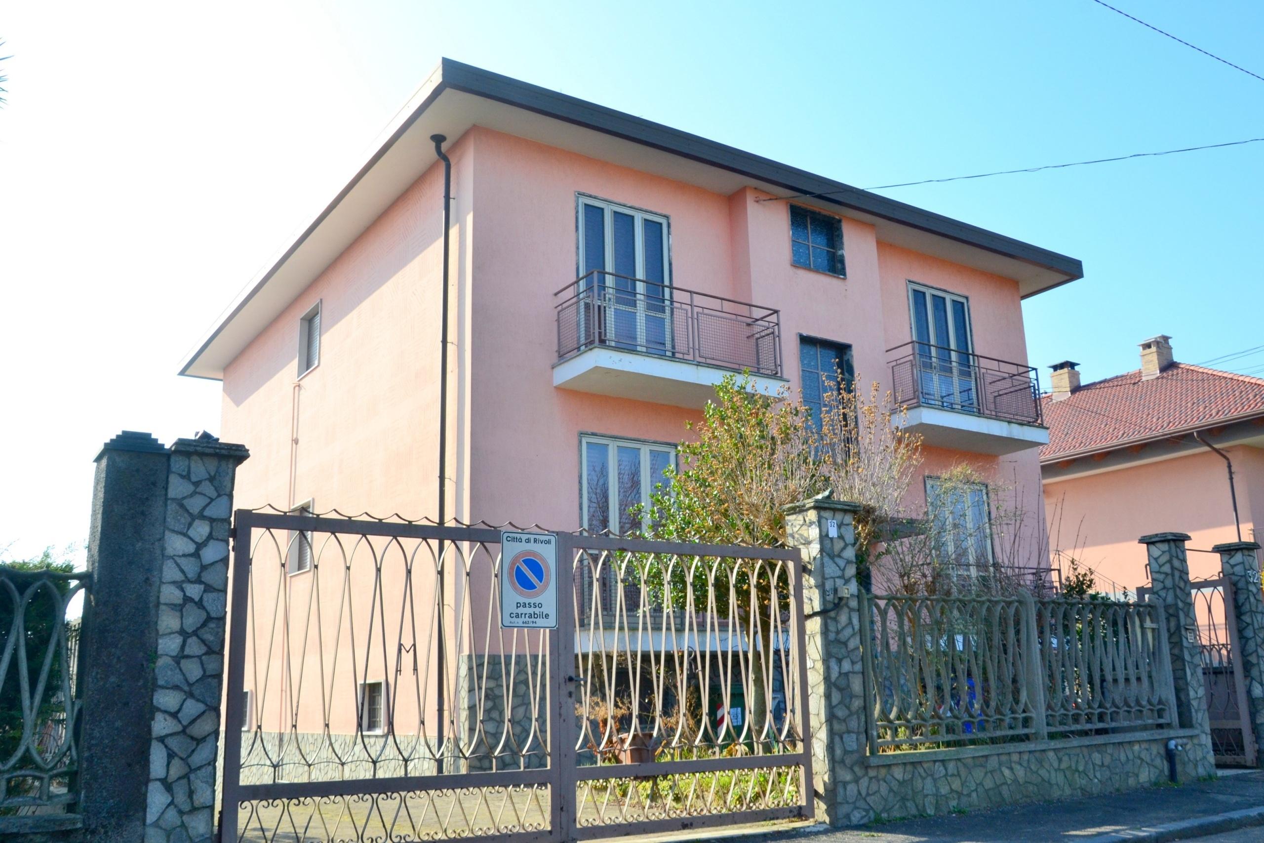 Rivoli, Tetti Neirotti. Appartamento in villa con giardino