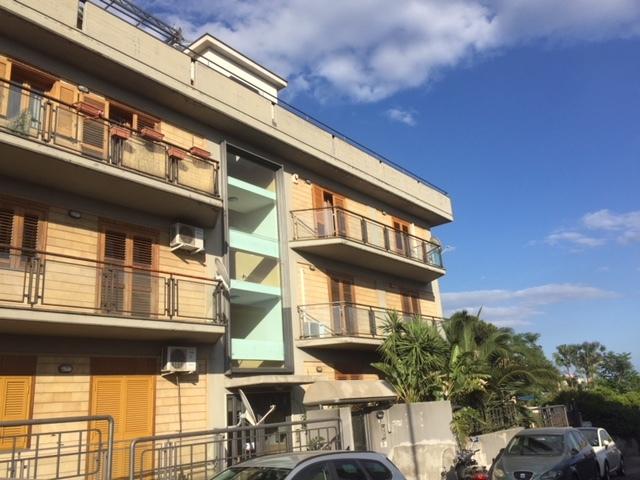 Appartamento in buone condizioni in affitto Rif. 8463551