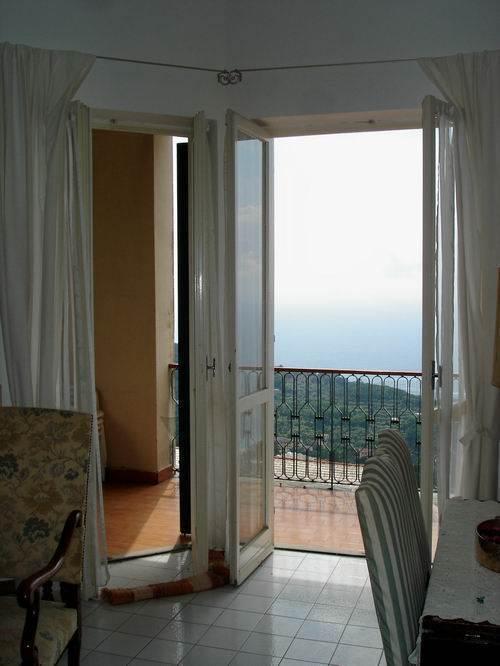 Appartamento in buone condizioni in vendita Rif. 9209488