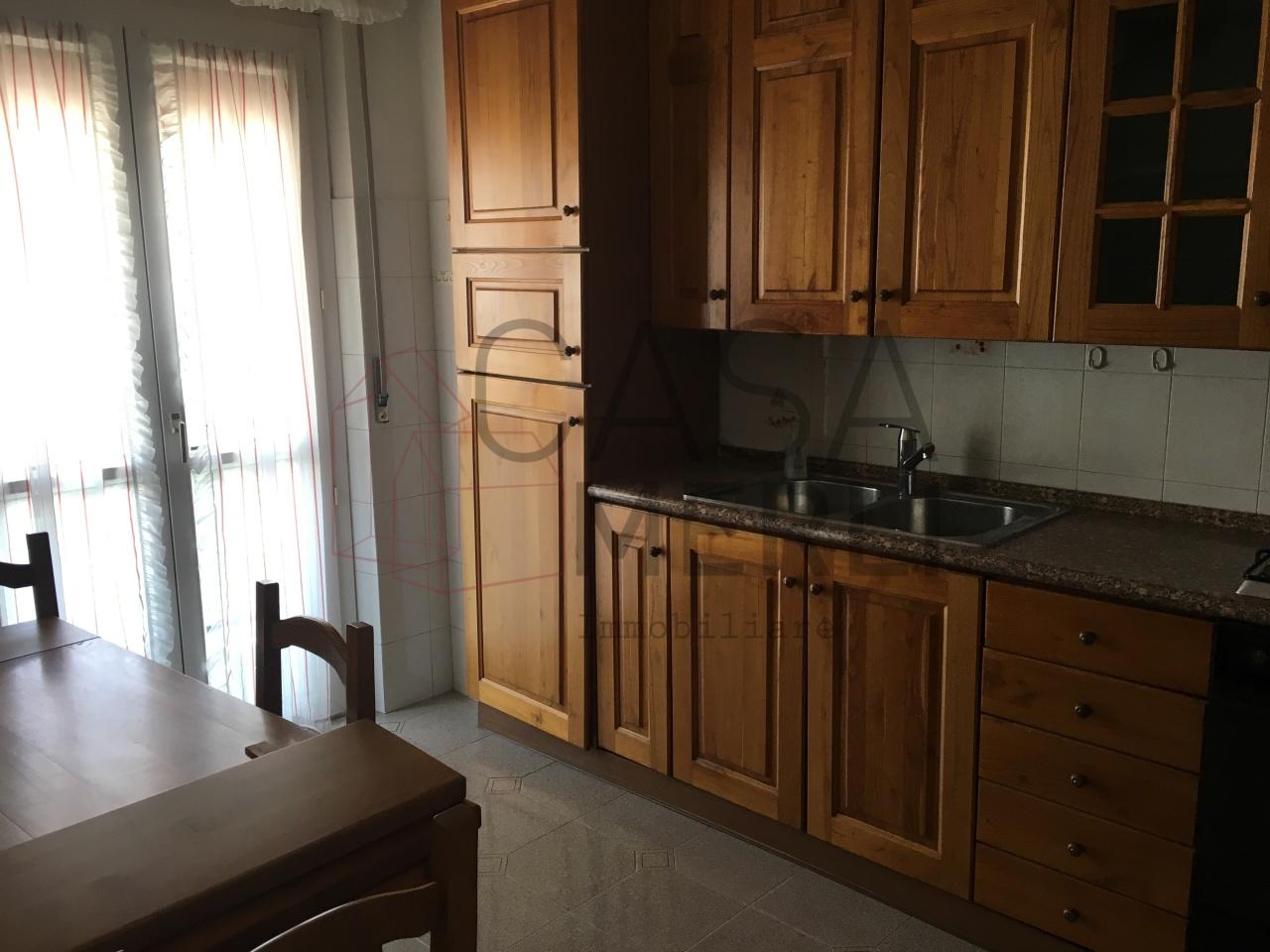 Appartamento in buone condizioni arredato in affitto Rif. 10889950