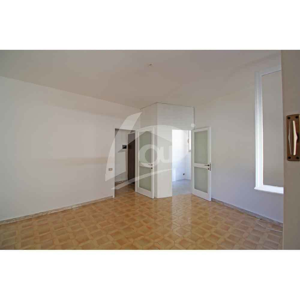 Appartamento in vendita a Laveno-Mombello, 5 locali, prezzo € 118.000 | PortaleAgenzieImmobiliari.it