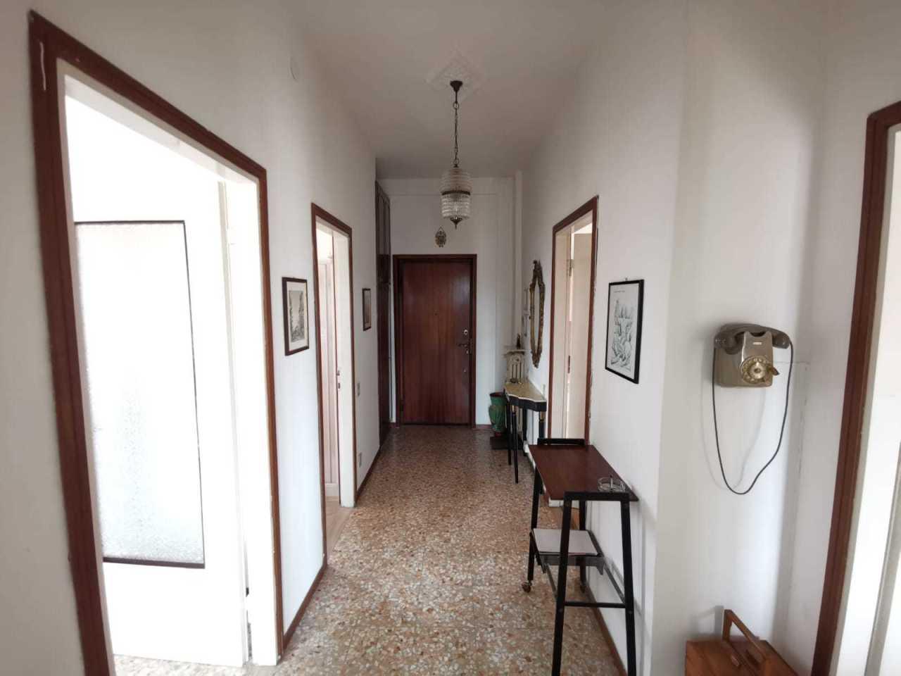 Appartamento in buone condizioni in affitto Rif. 9841476
