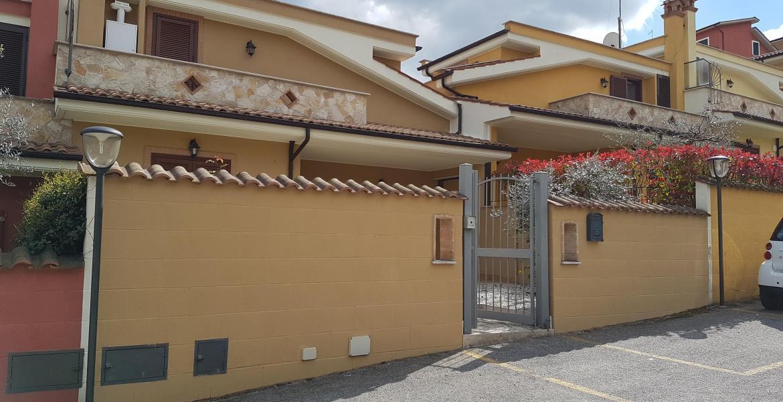 Villetta a schiera in ottime condizioni in vendita Rif. 11506724